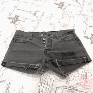 Levi's | 501 buttoned distressed😩 jean shorts W29
